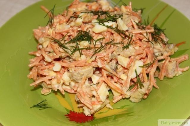 Салат из корейской морковки грибов и курицы
